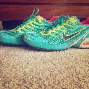 Nike Air Tennis Shoes Turquoise/Yellow/Pink